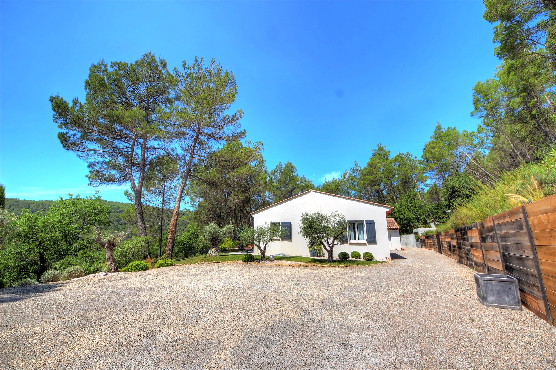Contemporary house with view and pool - Salernes Var provence