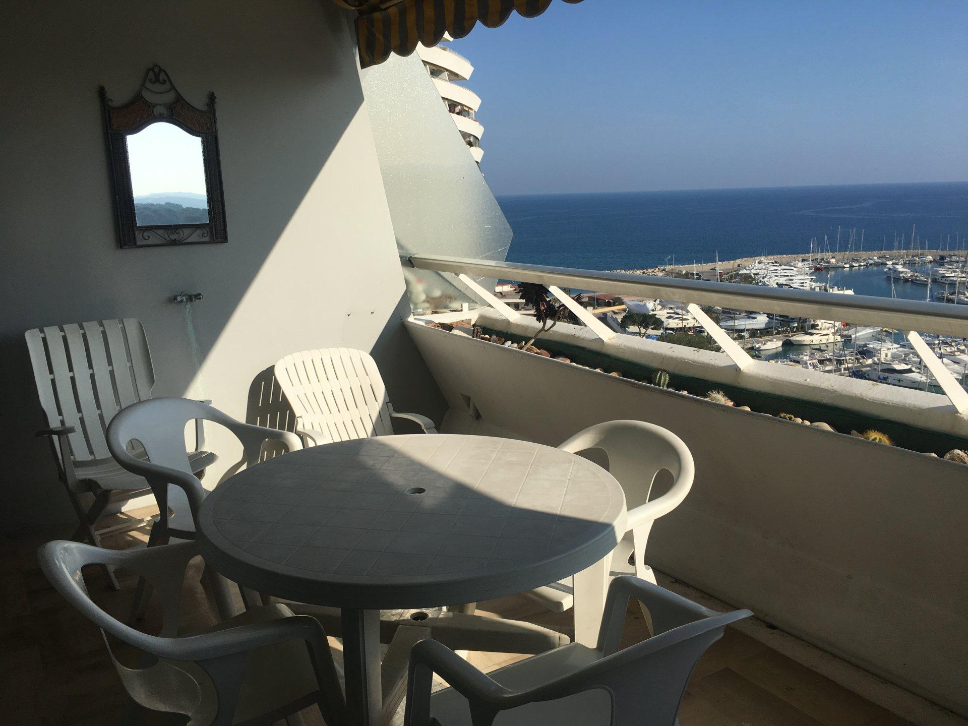 Seasonal rental studio villeneuve loubet marina baie des for Piscine marina baie des anges