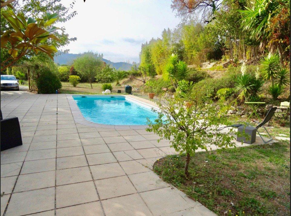 La Roquette-sur-Siagne, villa provencale avec trés belle vue