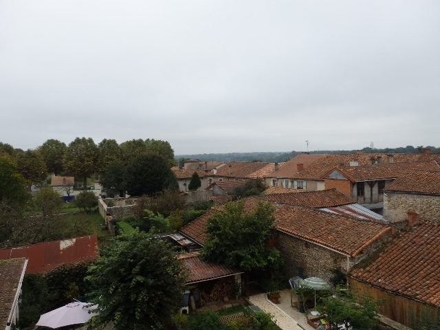 Maison de village avec boutique à St Claud en Charente