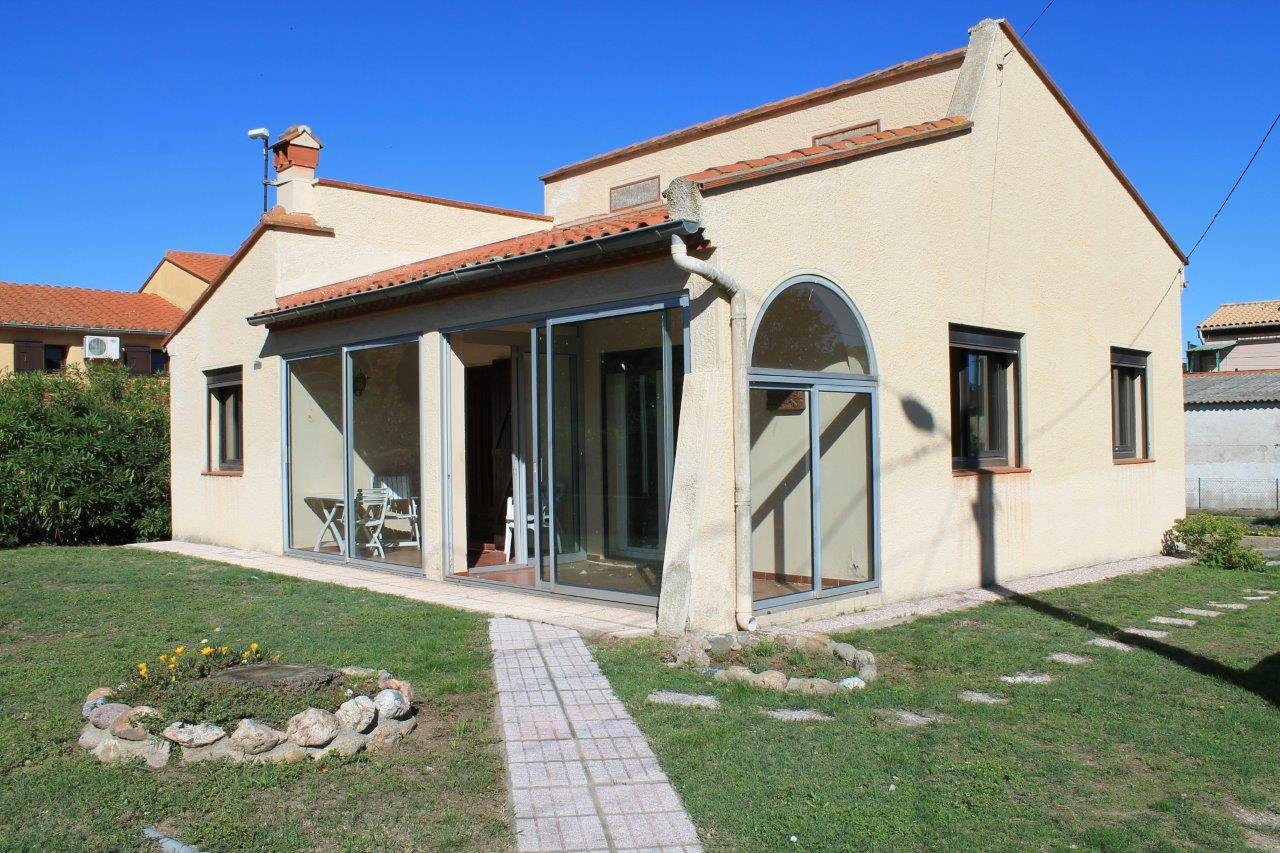 Villa 4 faces de Plain pied sur 612 m² de terrain