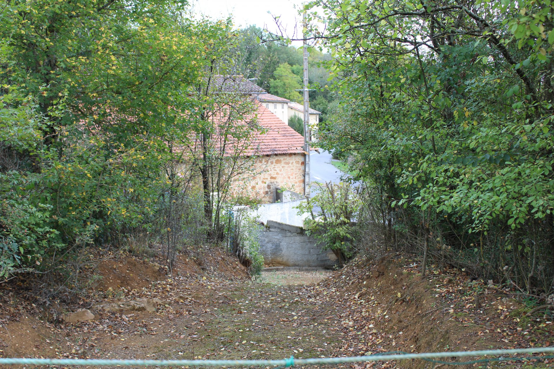 Close to Aurignac, nice plot of 3000 m² building with partial view on the Pyrenees