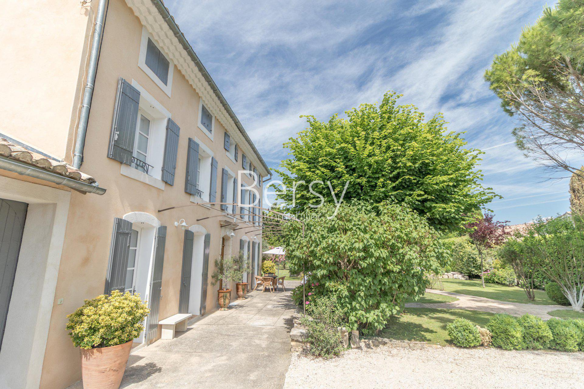 SOLE AGENT - NEAR PERNES-LES-FONTAINES