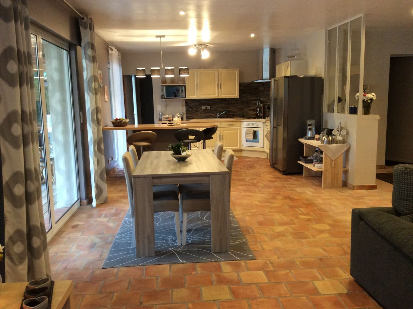 Ventilateur de plafond, acier inoxydable, lumière naturelle, îlot de cuisine