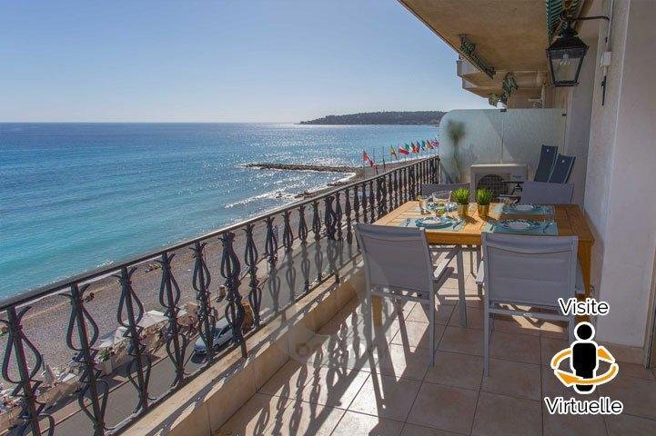 Magnificient 3 rooms apartment directly facing sea in the center with terrace and private parking