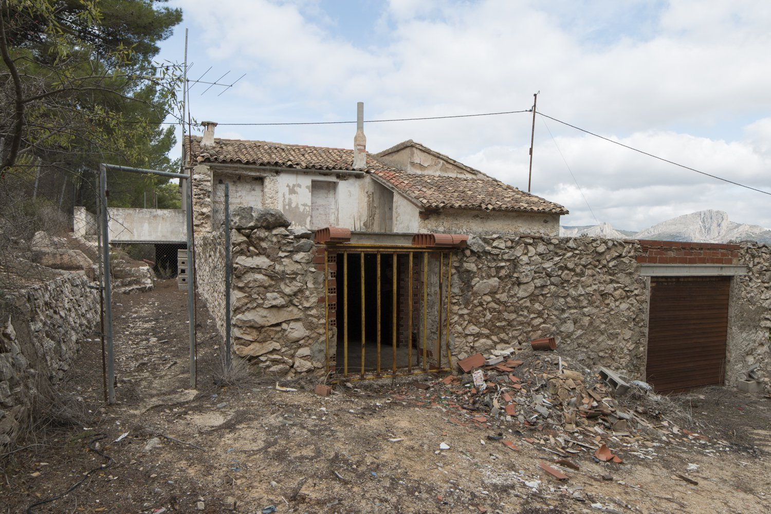 Old Masia of the year 1800 to restore