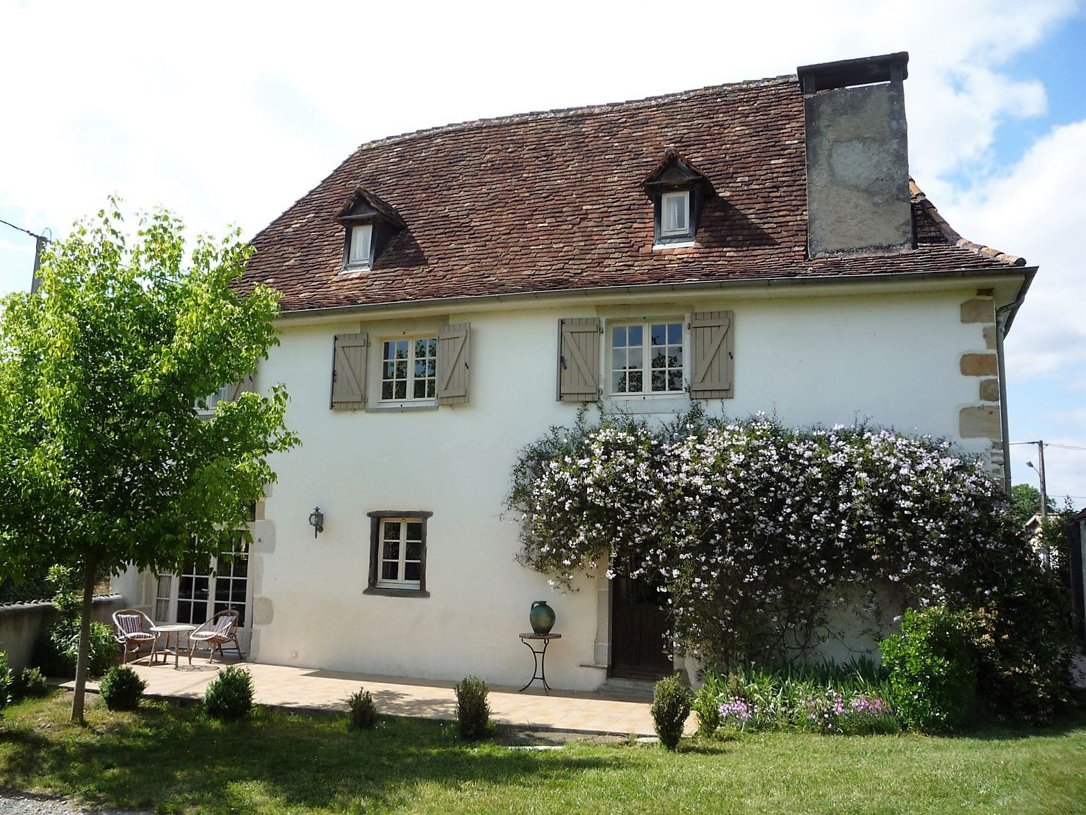 Near NAVARRENX - Beautifully converted 18th century Béarnaise farmhouse with swimming pool and 2000m