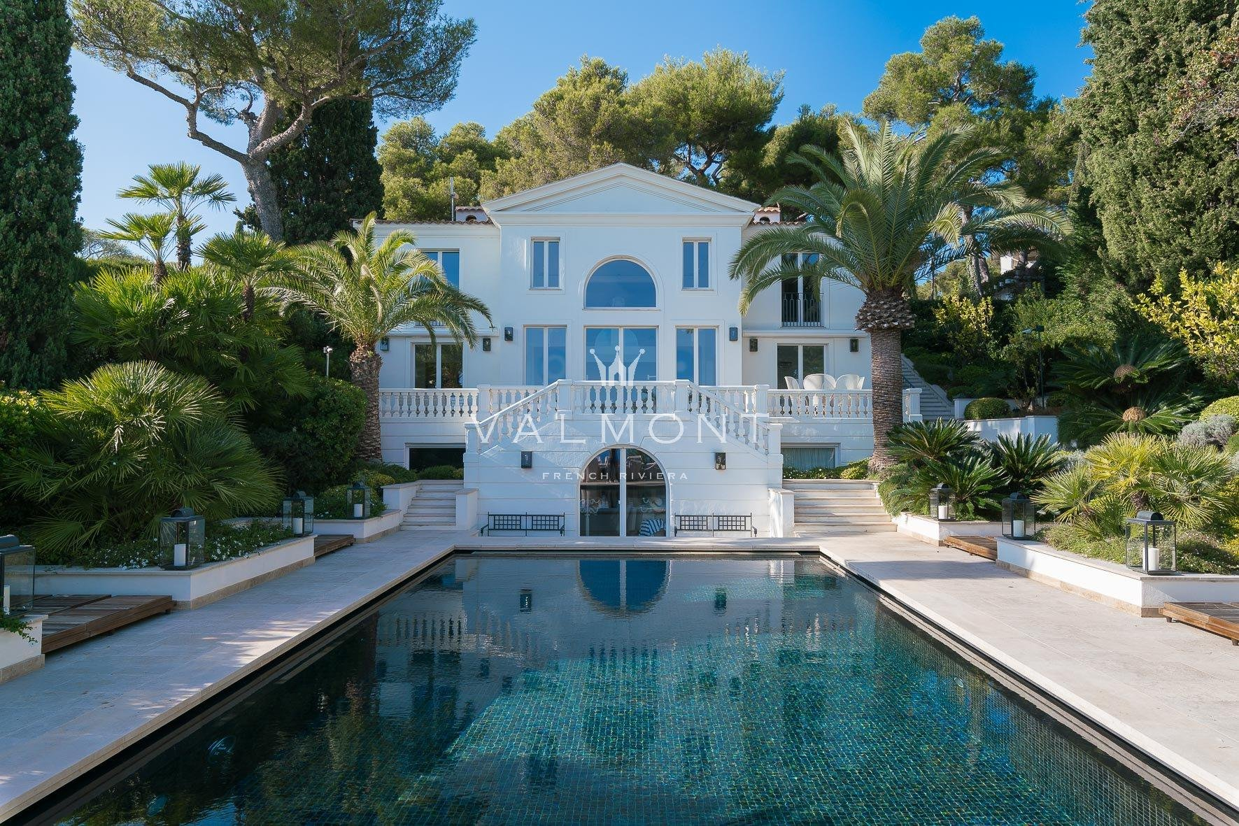 NEW NEO-CLASSICAL TASTEFULLY DECORATED WATER'S EDGE VILLA