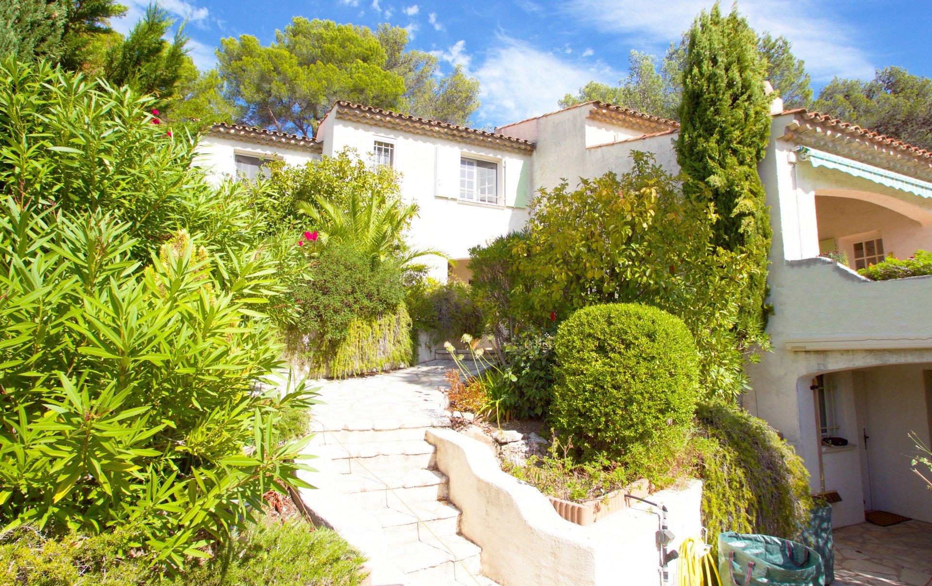 Roquebrune-sur-Argens | Detached villa with a great view!