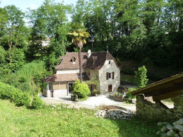 Near NAVARRENX - Wonderfully situated 15th century mill property with 2400m² of land.