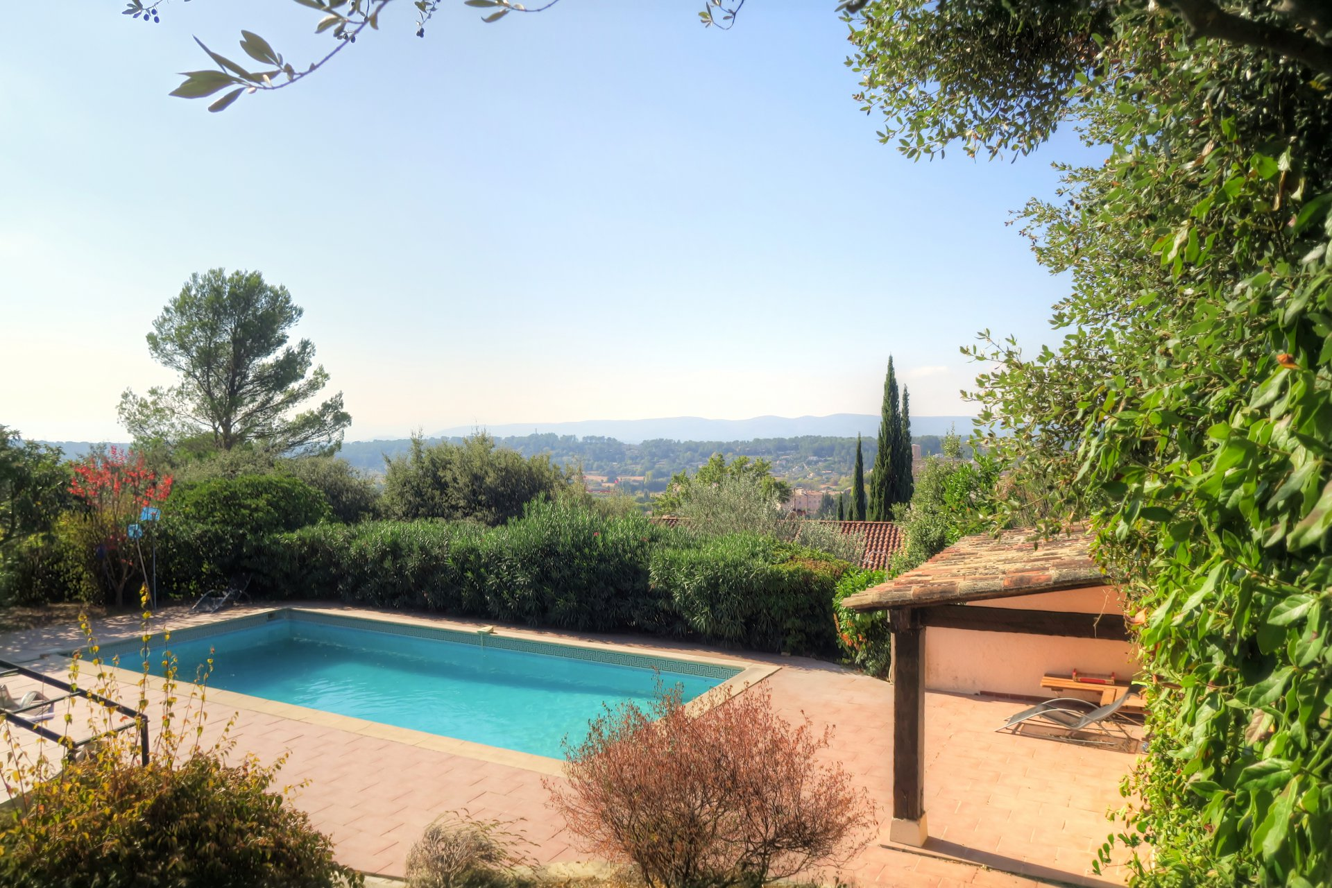House with a seperate appartement and 2 studios,pool, nice view, no noise