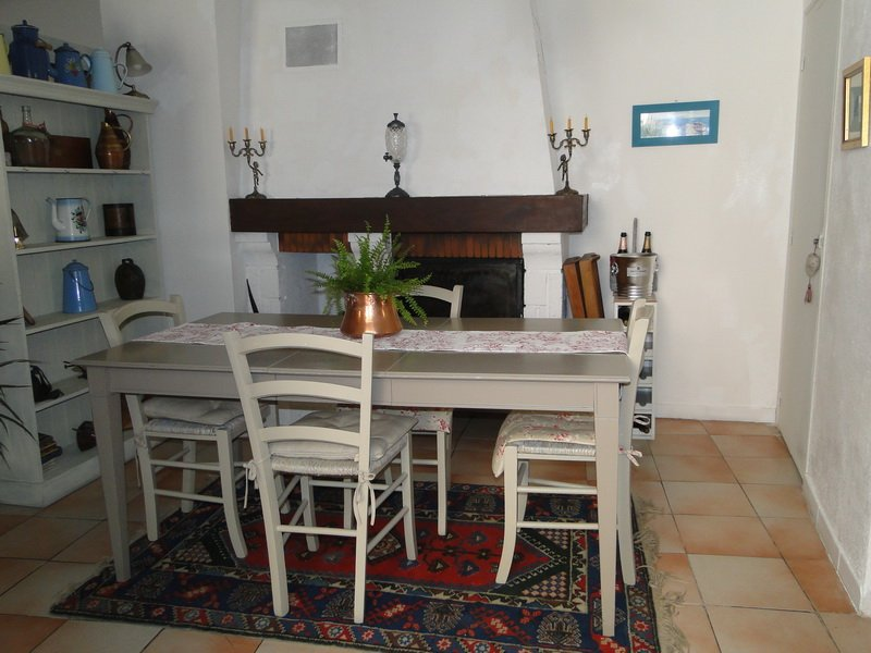 Very pretty village house with terrace located in the town center in a quiet area!