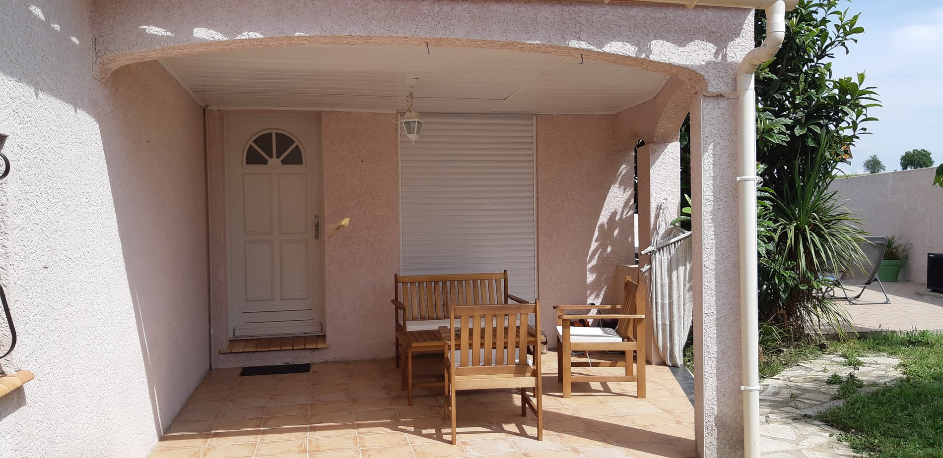 Villa with swimming pool and independent apartment. Very rare product!