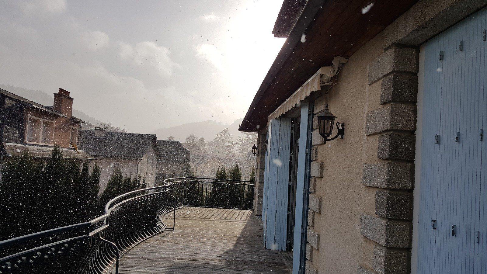 Rymlig villa centralt belägen med fin tomt i regionen Lozere