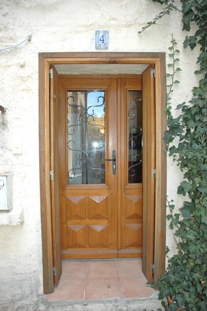 Charming village house, located downtown, offering about 85 m², 2 bedrooms and terrace.