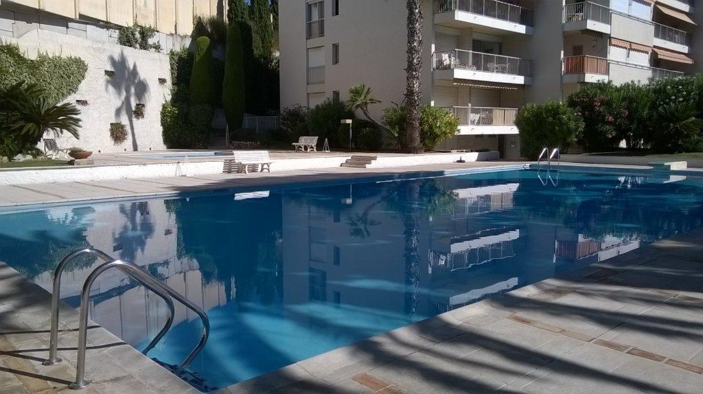 Spacieux F4 dans résidence de standing avec piscine et gardien