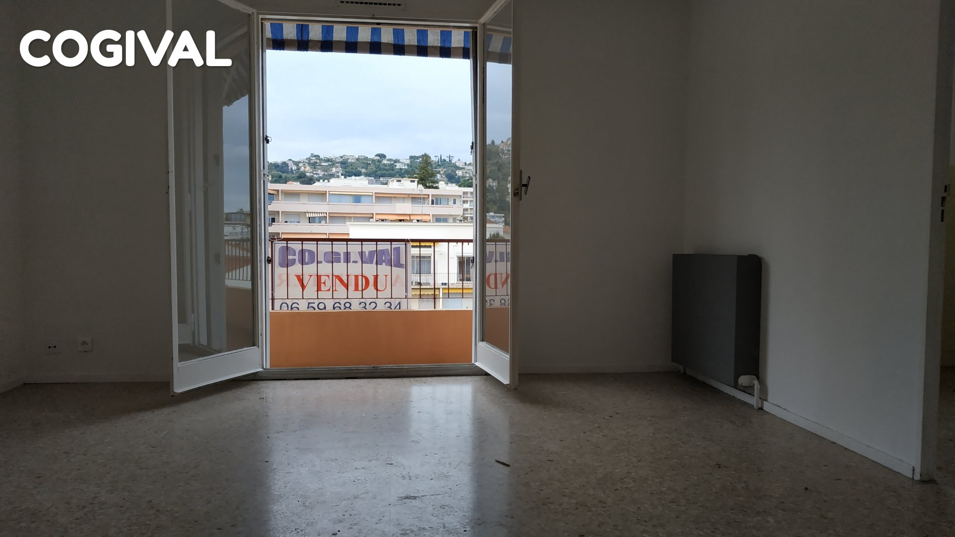 Large studio of 32 sqm renovated Golfe JUAN city center
