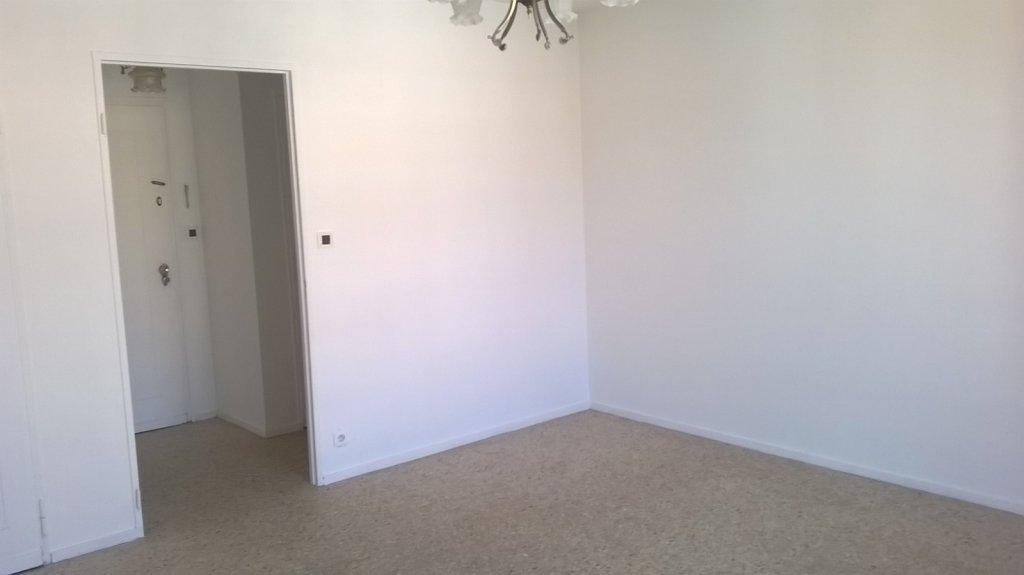 Vaste studio de 32 m² centre ville de Golfe JUAN