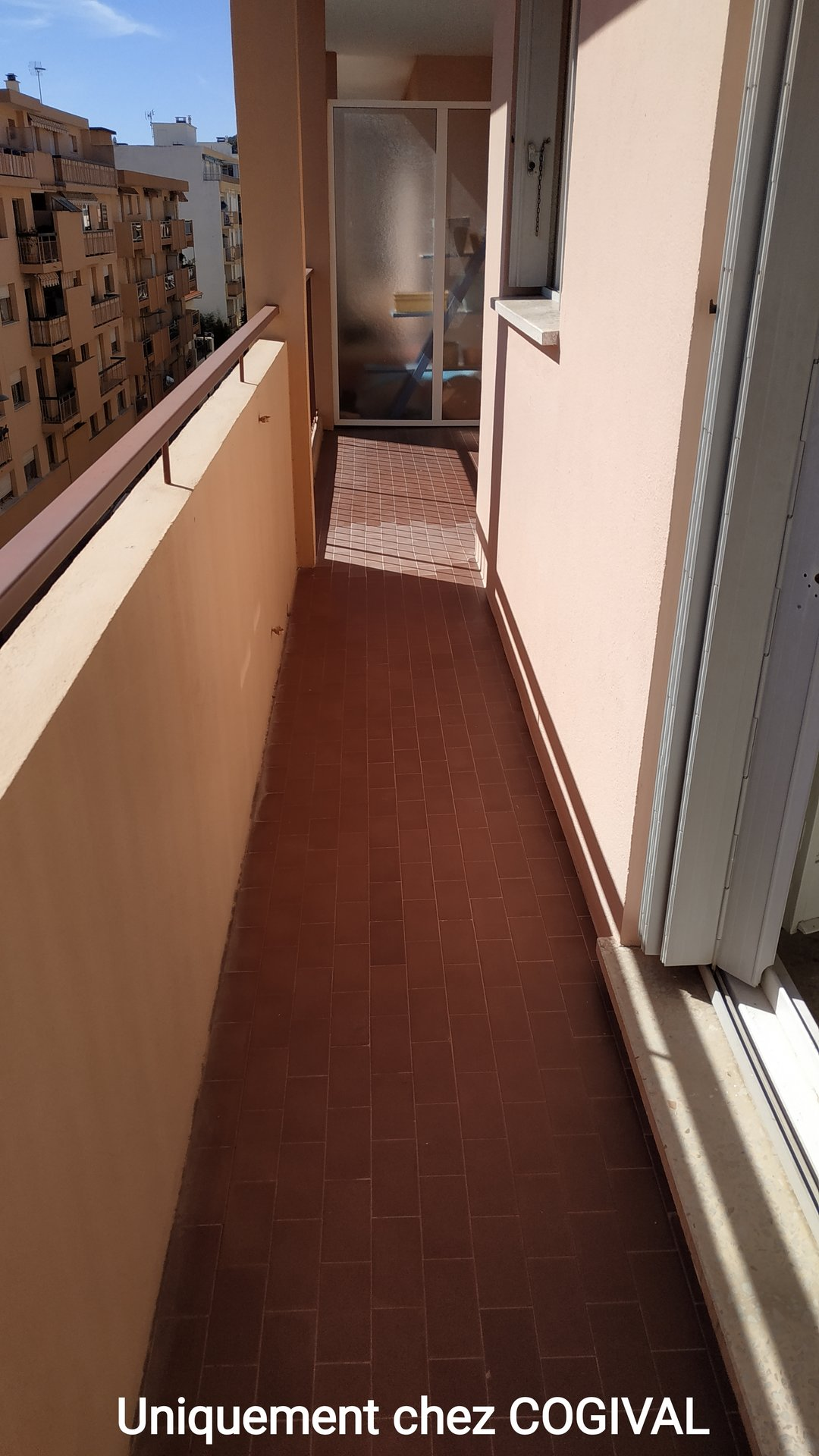 NICE 2 ROOMS ENTIRELY RENOVATED IN FULL CENTER TOWN OF GULF JUAN, BALCONY, SEEN SEA