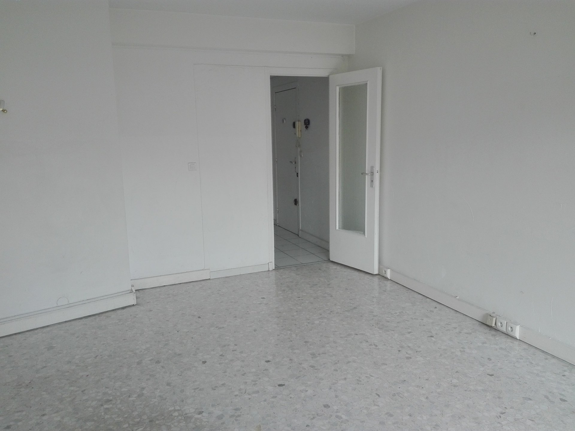 BEL F3 IN LAST FLOOR, CROSSING EAST / WEST, CLEAR VIEW, PRETTY SEMI-EQUIPPED KITCHEN, PARKING & CELL