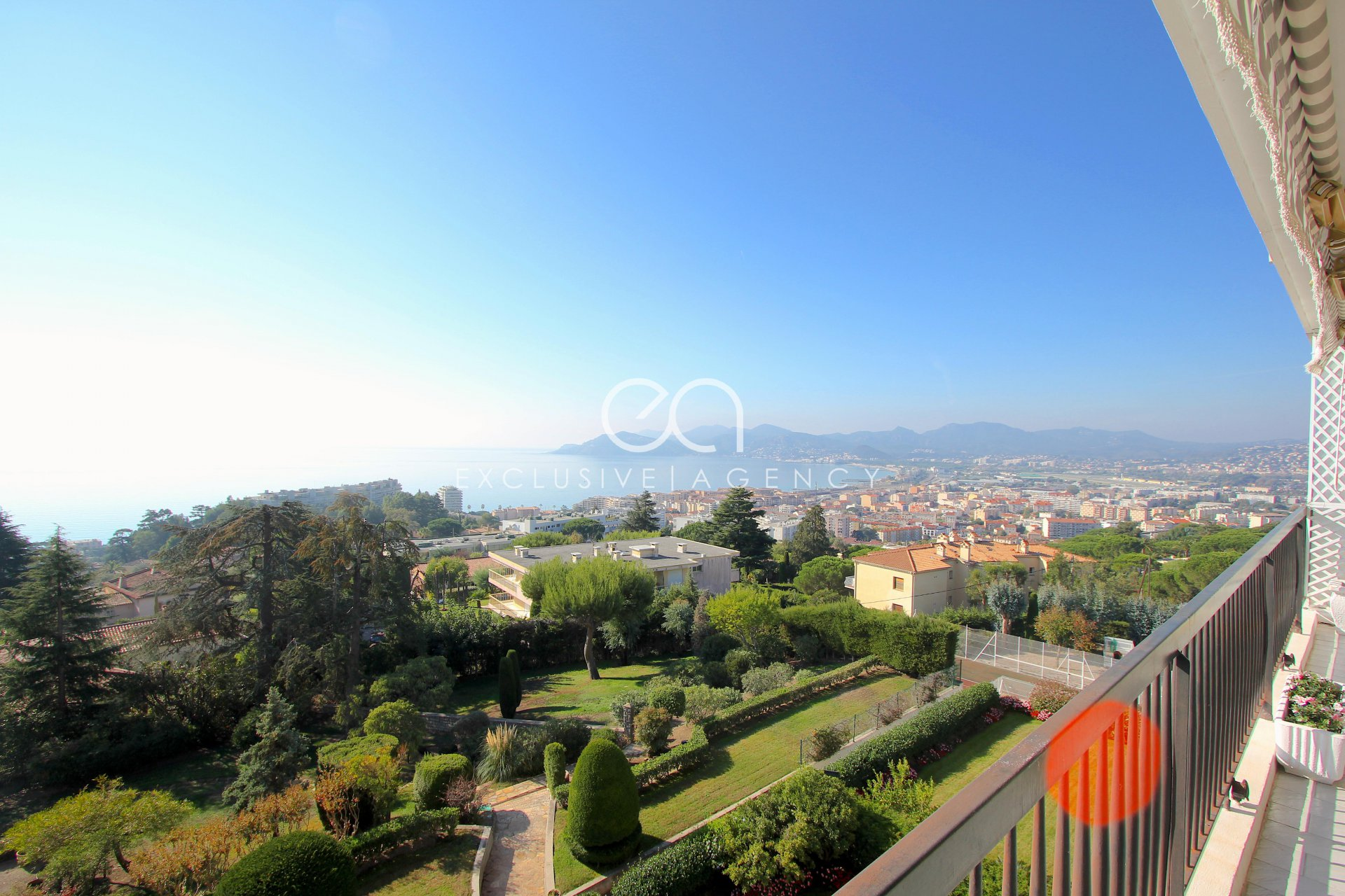 FOR SALE apartment 110 sqm with panoramic sea view Cannes Croix des Gardes