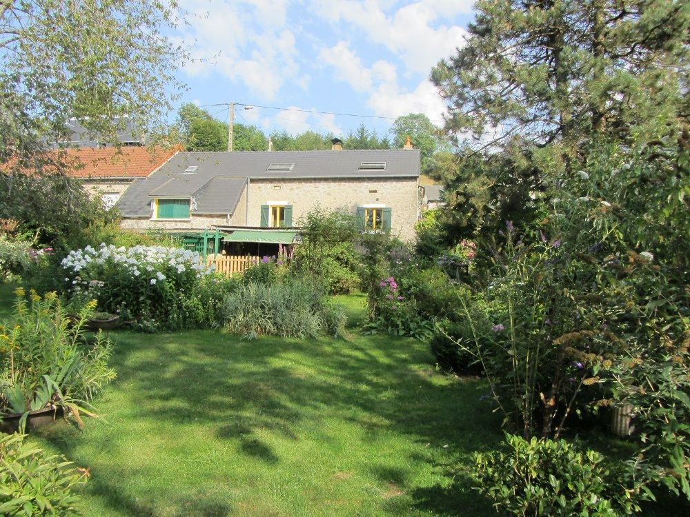 "Leuk ""maison de campagne"" op 900 m2 terrein"