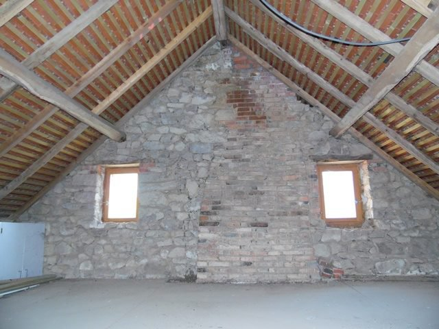 For sale in the Creuse,  house to renovate with barn and plot of 1200m²