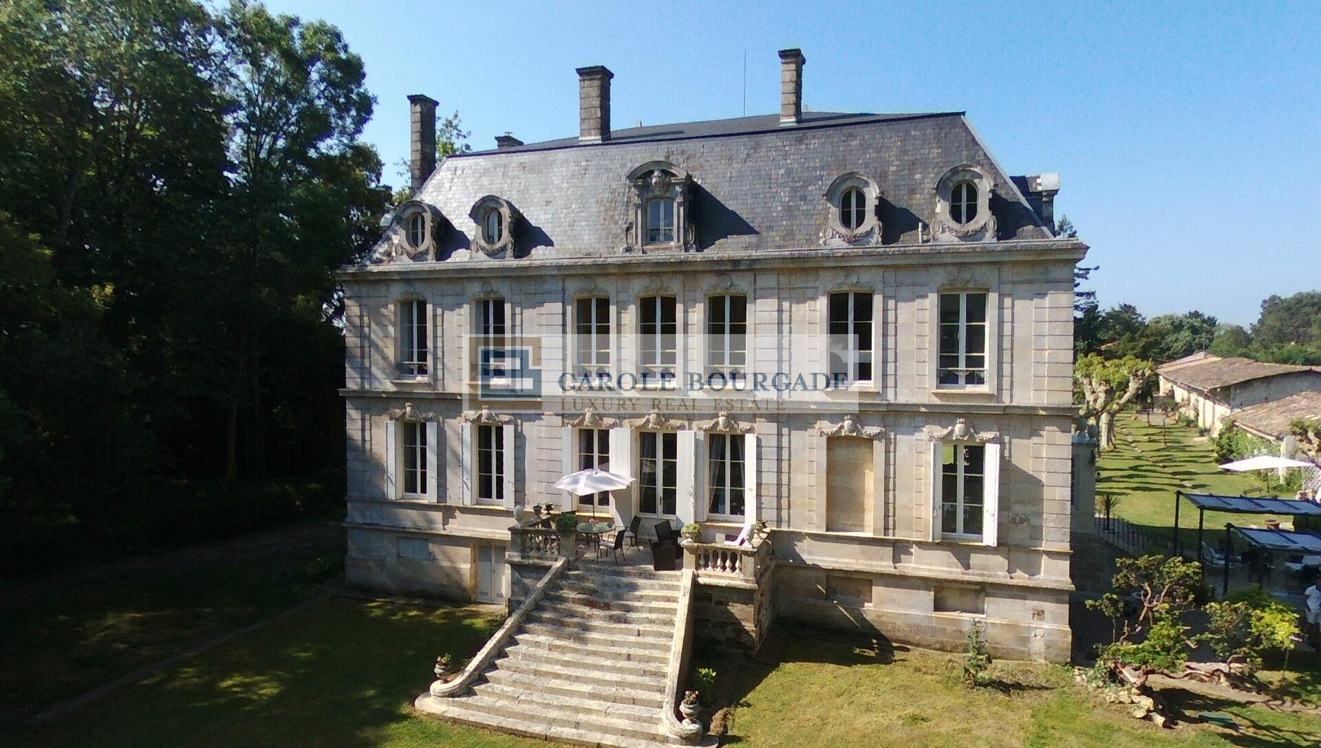 Property in Medoc 70 km from Bordeaux