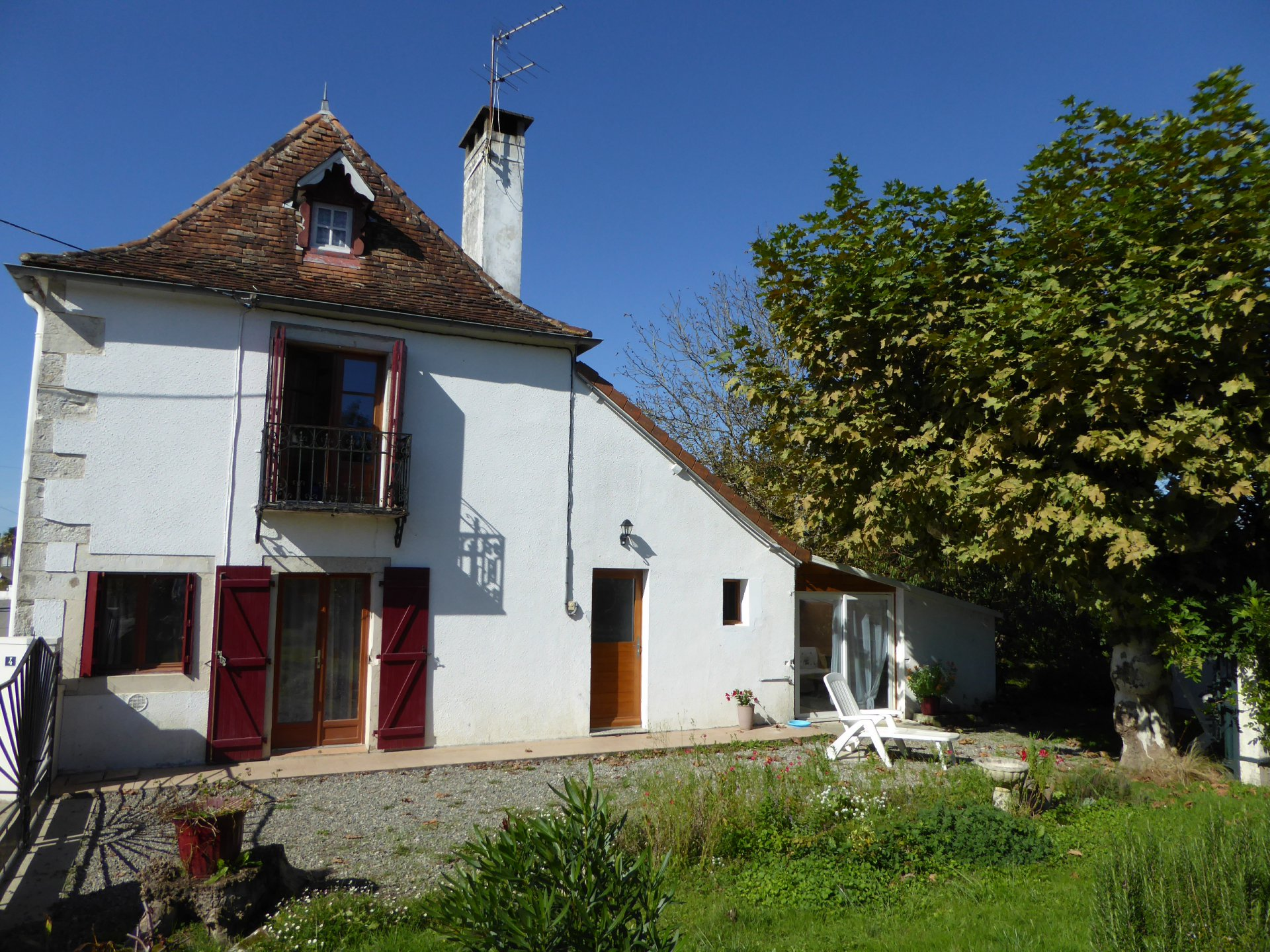 Proche NAVARRENX - Traditional Béarnaise village house with 1100m² of garden.