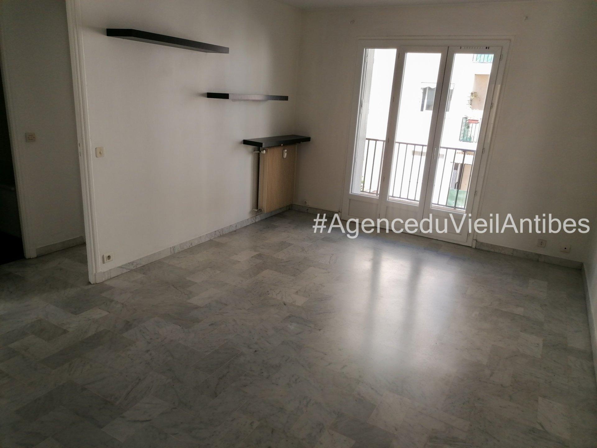 Vieil Antibes Studio de 34 m² avec balcon et cave