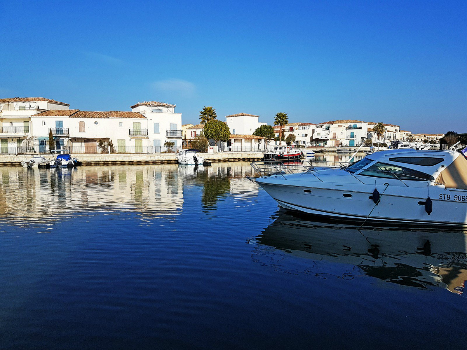 New development project with houses and a private marina in the medieval city of Aigues Mortes.
