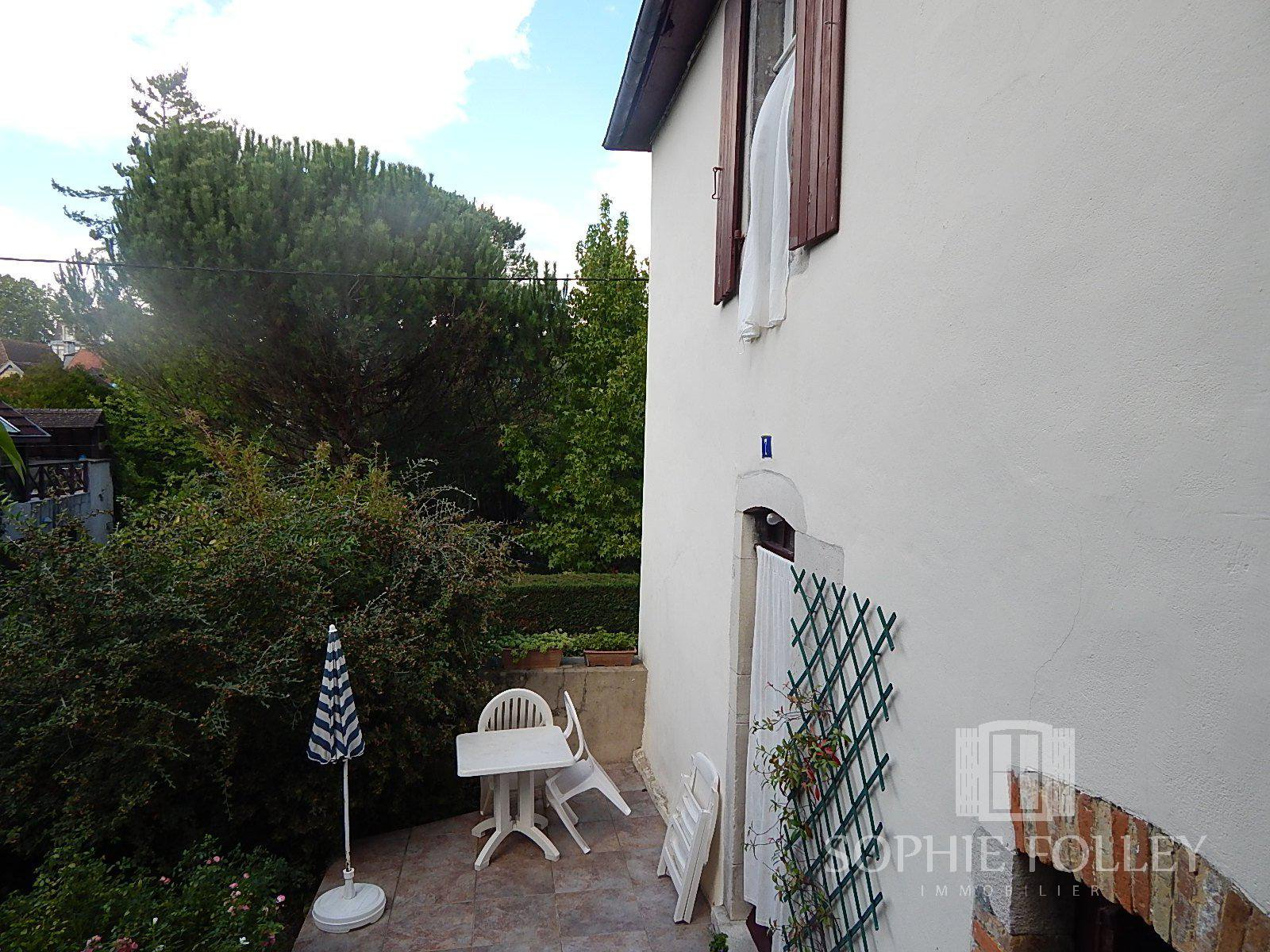 SALIES DE BEARN - Large house with independant appartment and 1 hectare of land in the centre of a spa town.