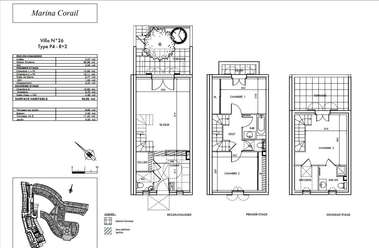 Fyrarumshus med terrasser, garage och privat båtplats