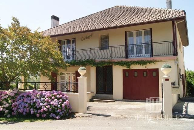Proche SALIES DE BEARN - Large family home/holiday rental in excellent condition with swimming pool.