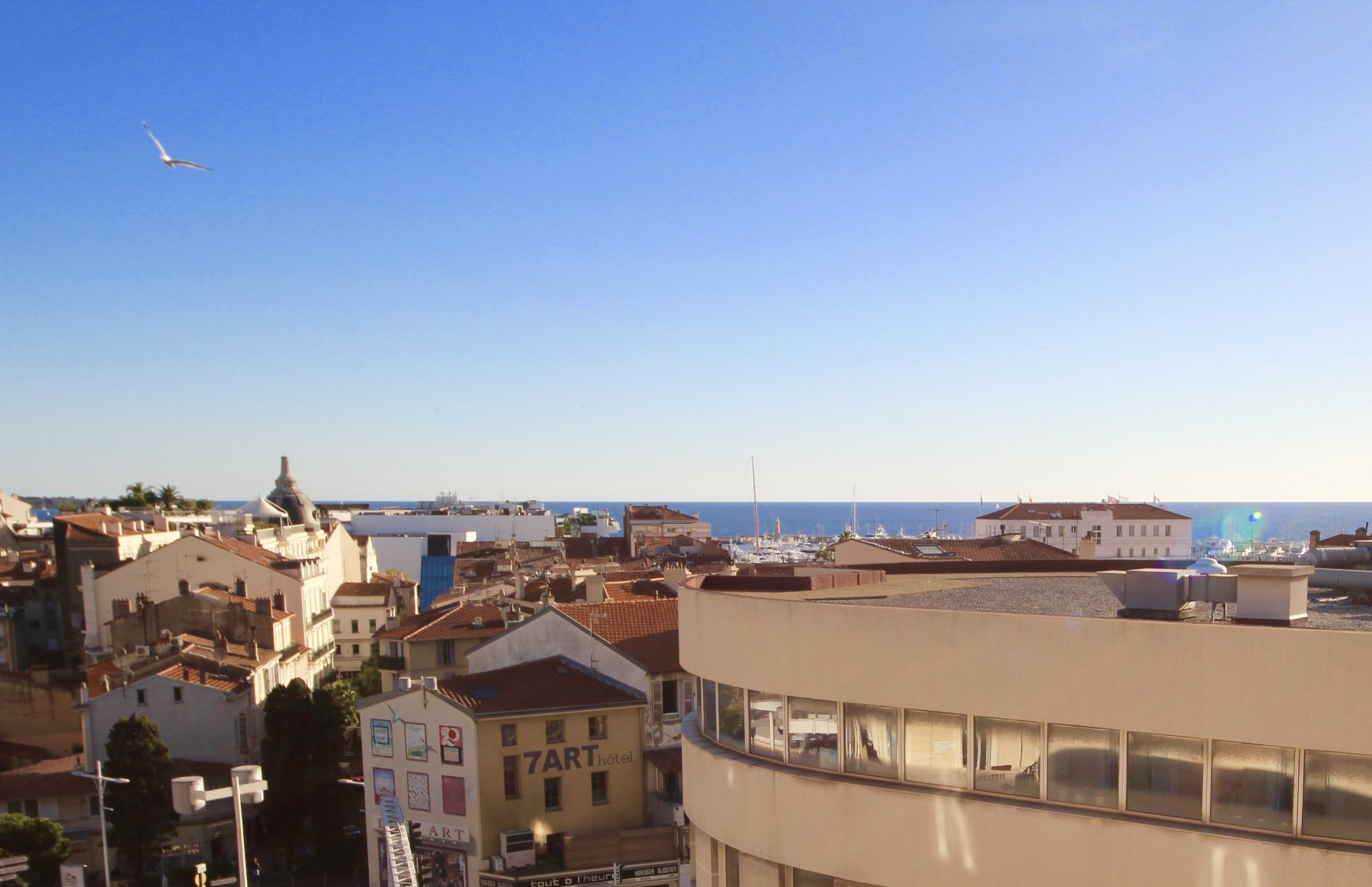 Cannes near Croisette - Beautiful apartment of 93m2 with little sea view