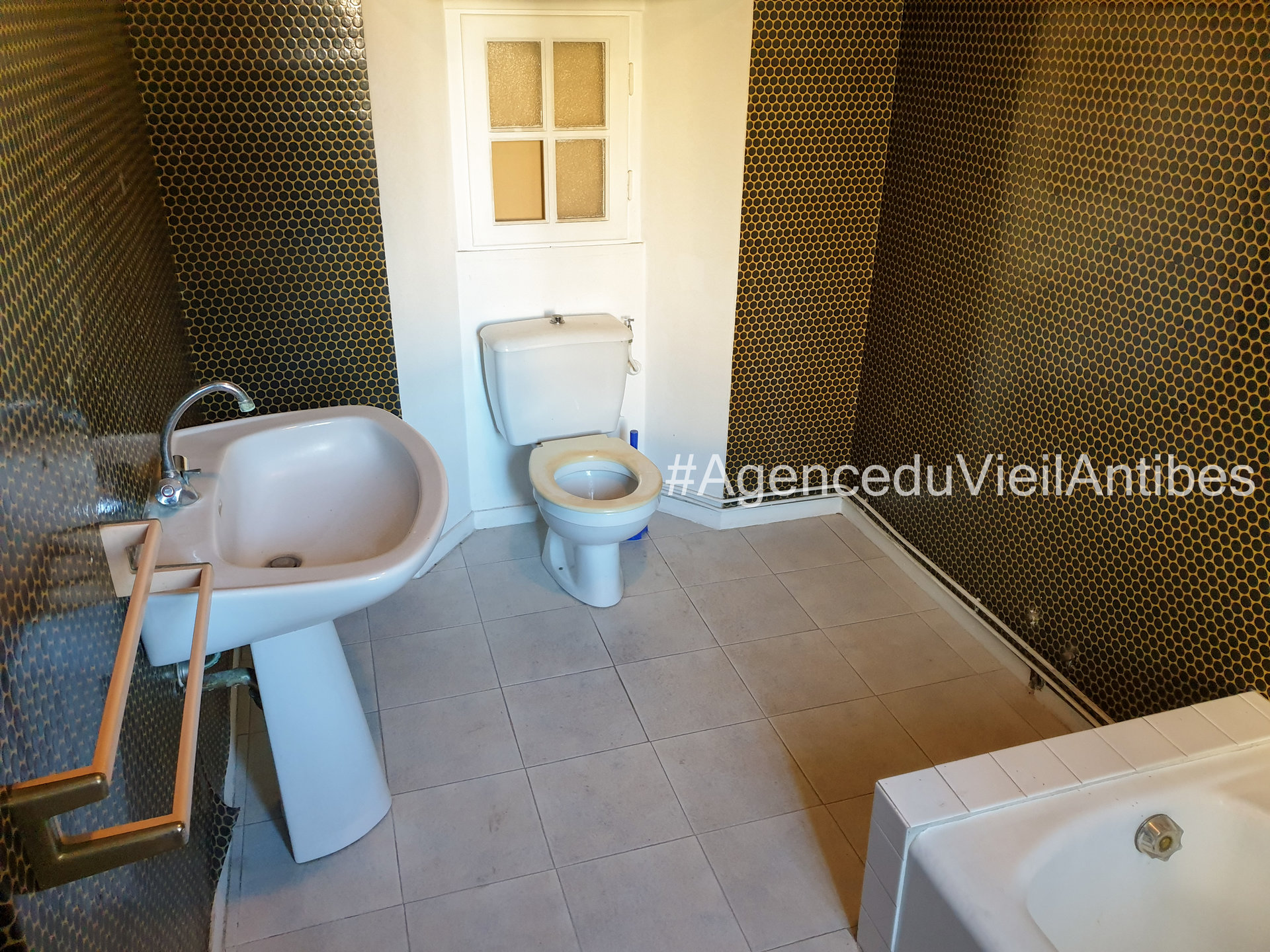 2p 3p 4p Antibes Immobilier Maison de village Old town Antibes Vieil Antibes appartement ancien appartement de caractère pierres apparentes port vauban poutre apparente village house