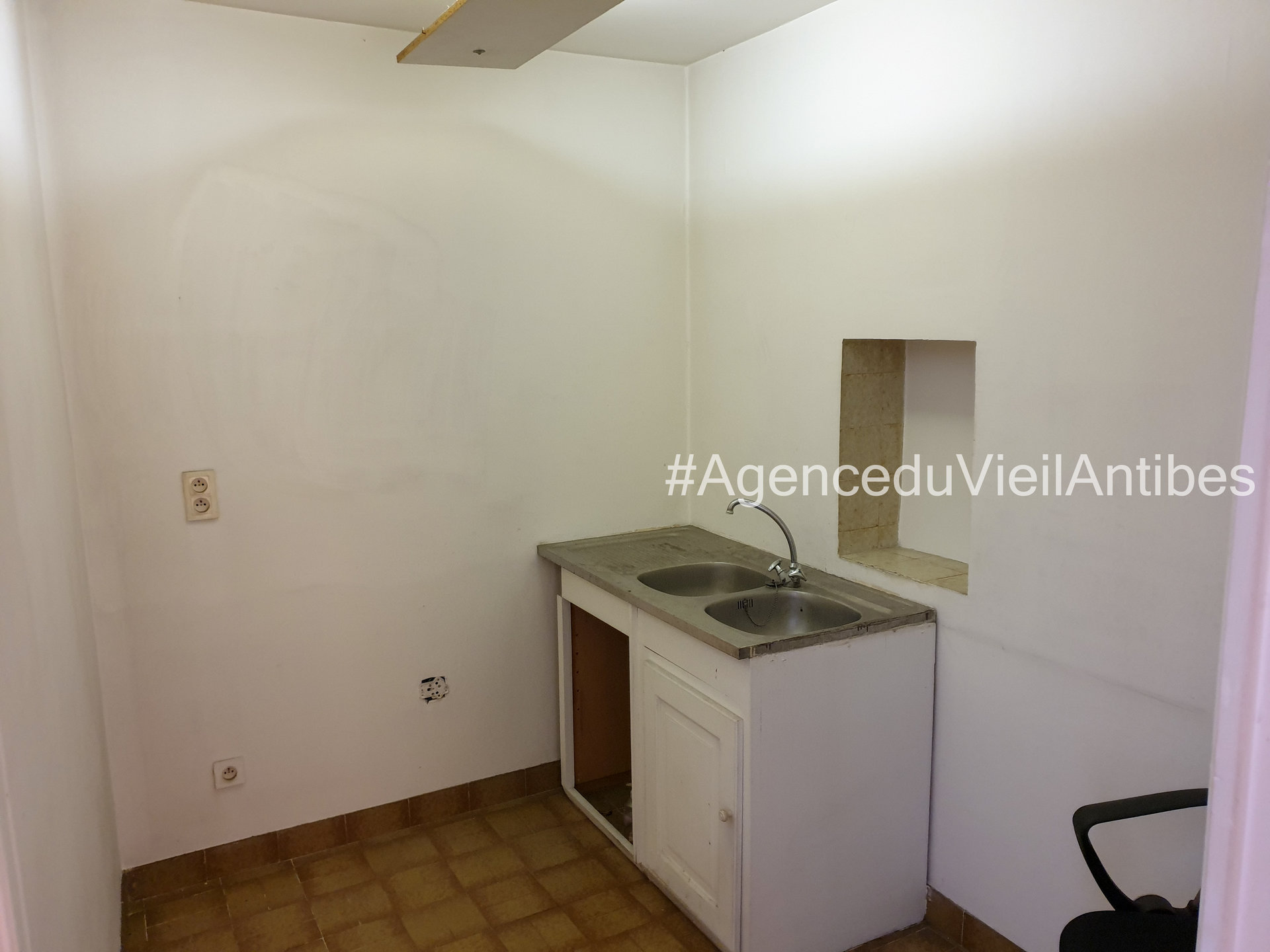 Vieil Antibes local professionnel de 85m²