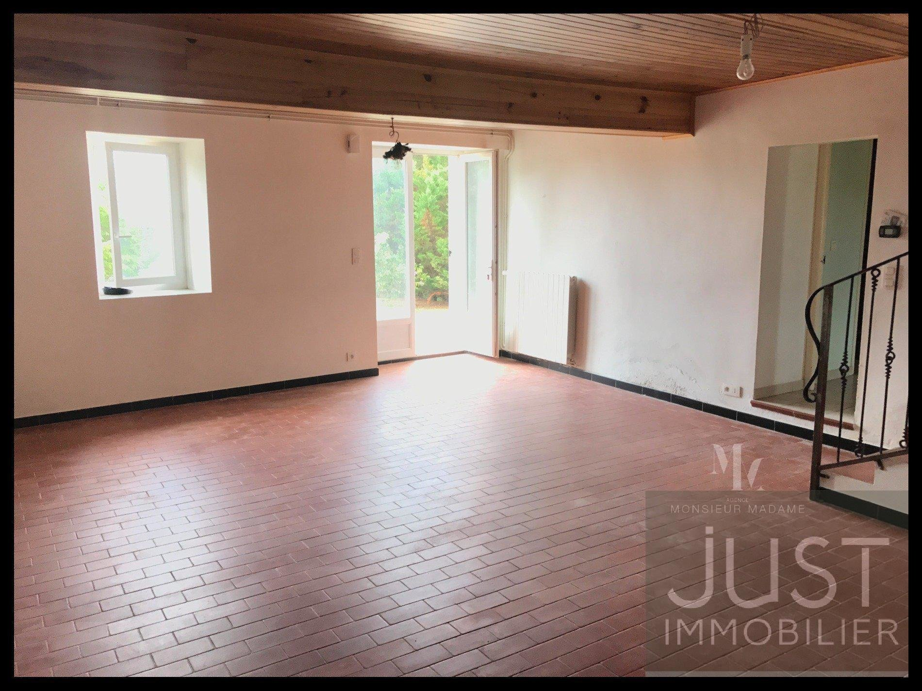 30 mn Villefranche, renovated farmhouse, two houses T5 on 9 ha of land