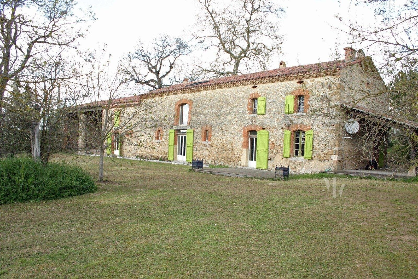 Villefranche, 20 min, lauragaise farm renovated on 7300 m2.