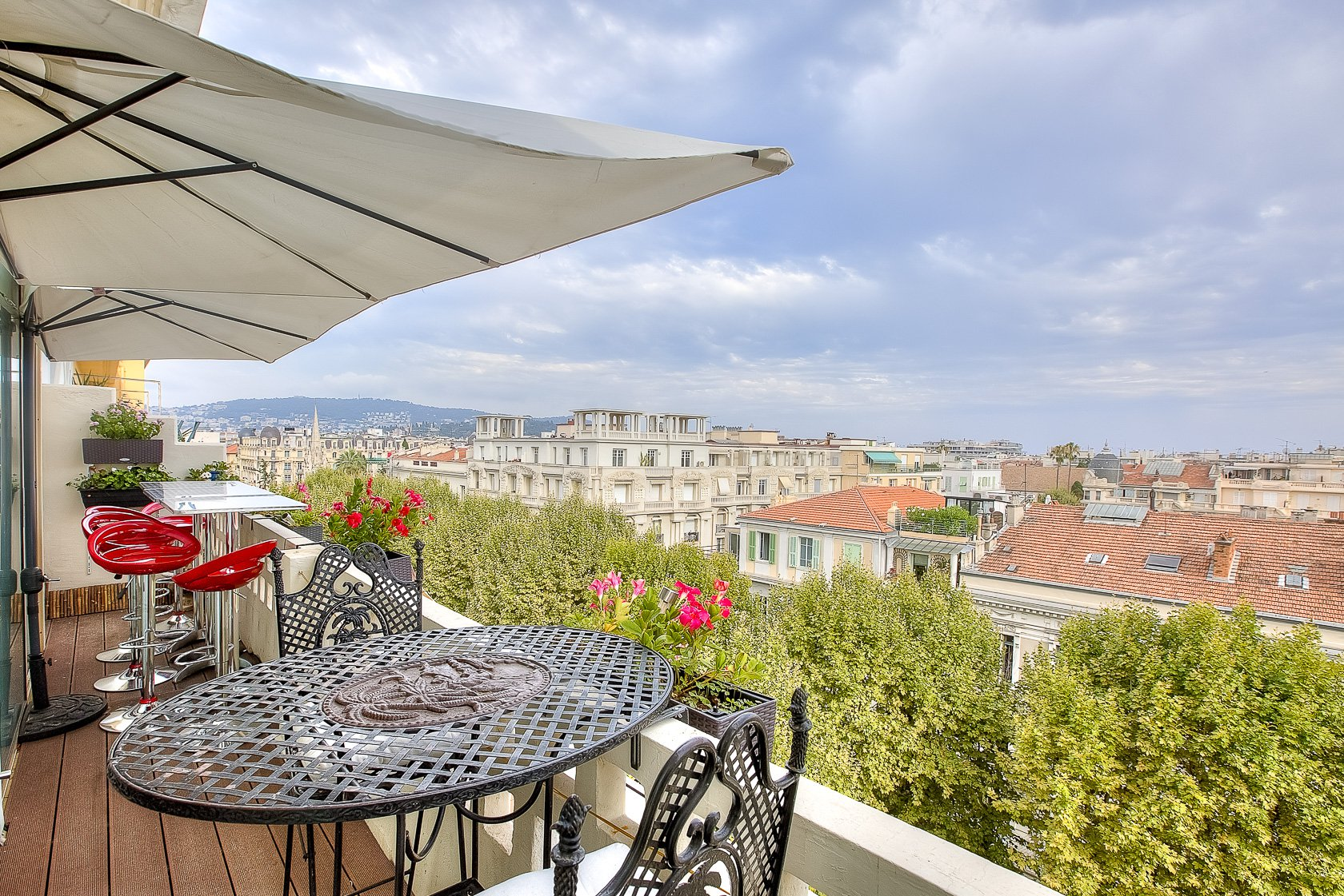 Large 2-bedroom Art Deco apartment with balconies - Boulevard Victor Hugo