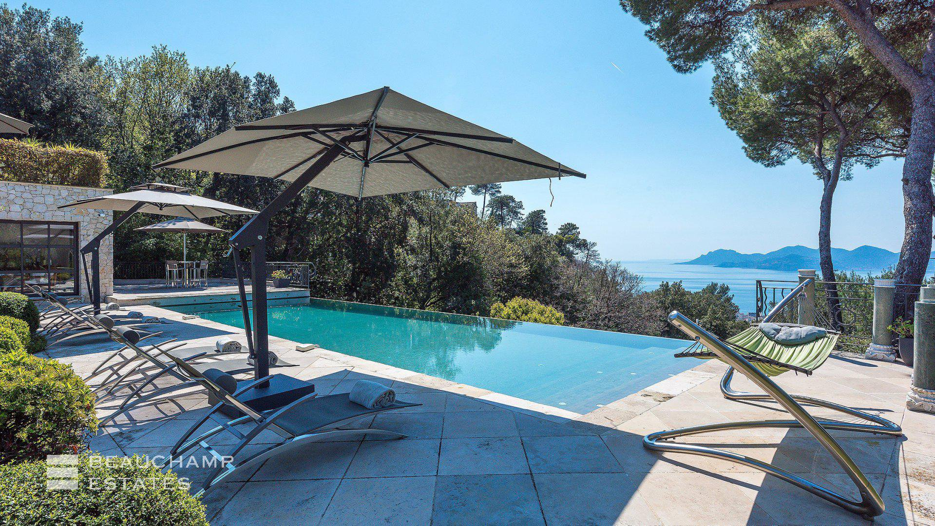 Magnificent 7 Bedroom Holiday Villa Set in the Hills around Super Cannes