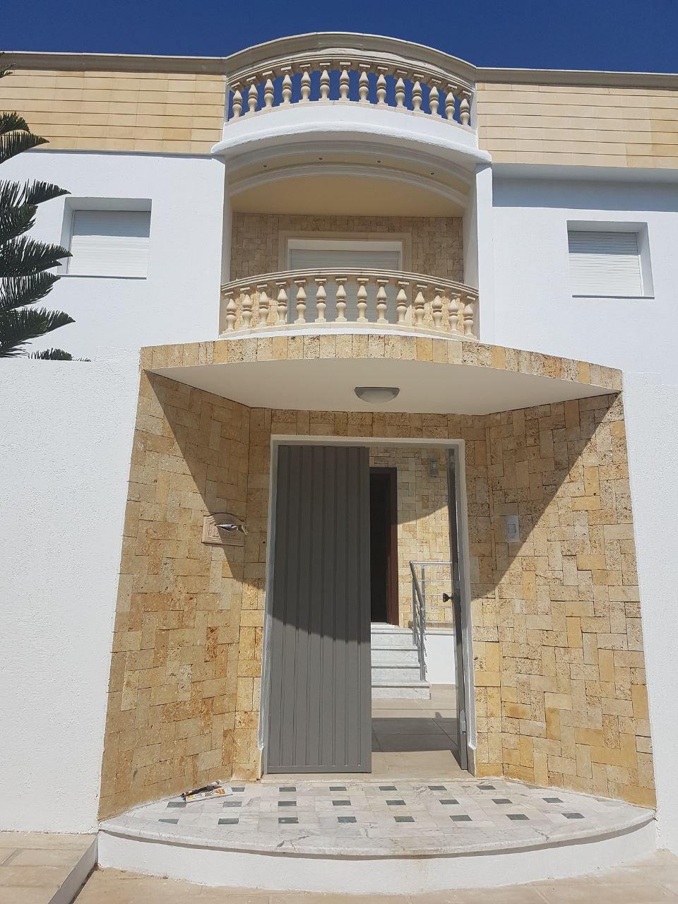 Villa neuve de 600 m2 couvert architecture de type Andalous