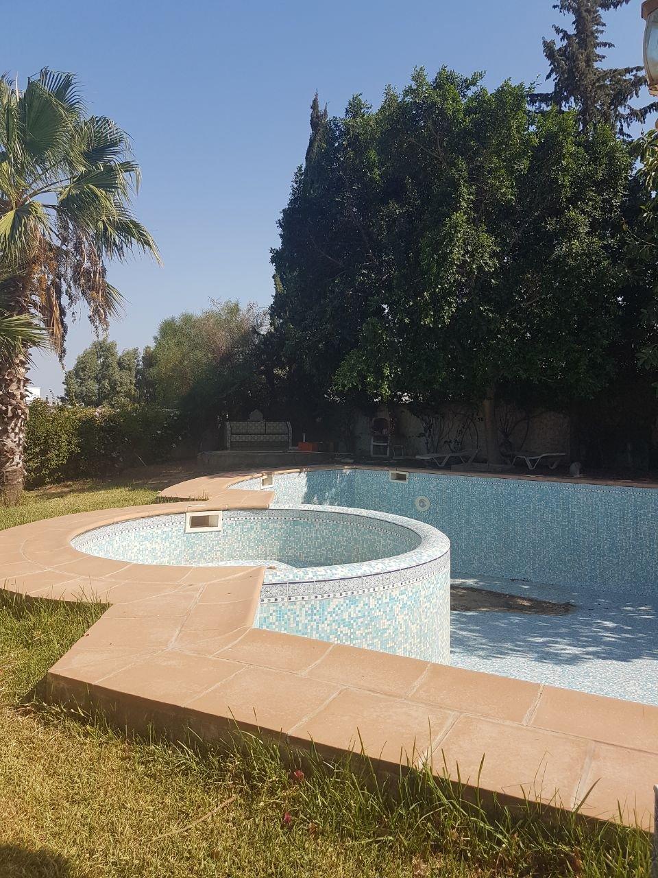 Splendide manoir de caractère avec grand jardin piscine terrasse