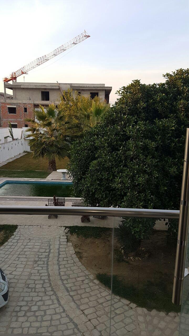 Propriété avec spacieuse villa de standing équipé piscine terrasse grand jardin