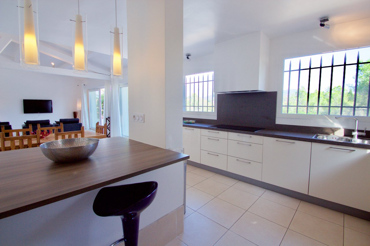Natural light, kitchen island, kitchen bar
