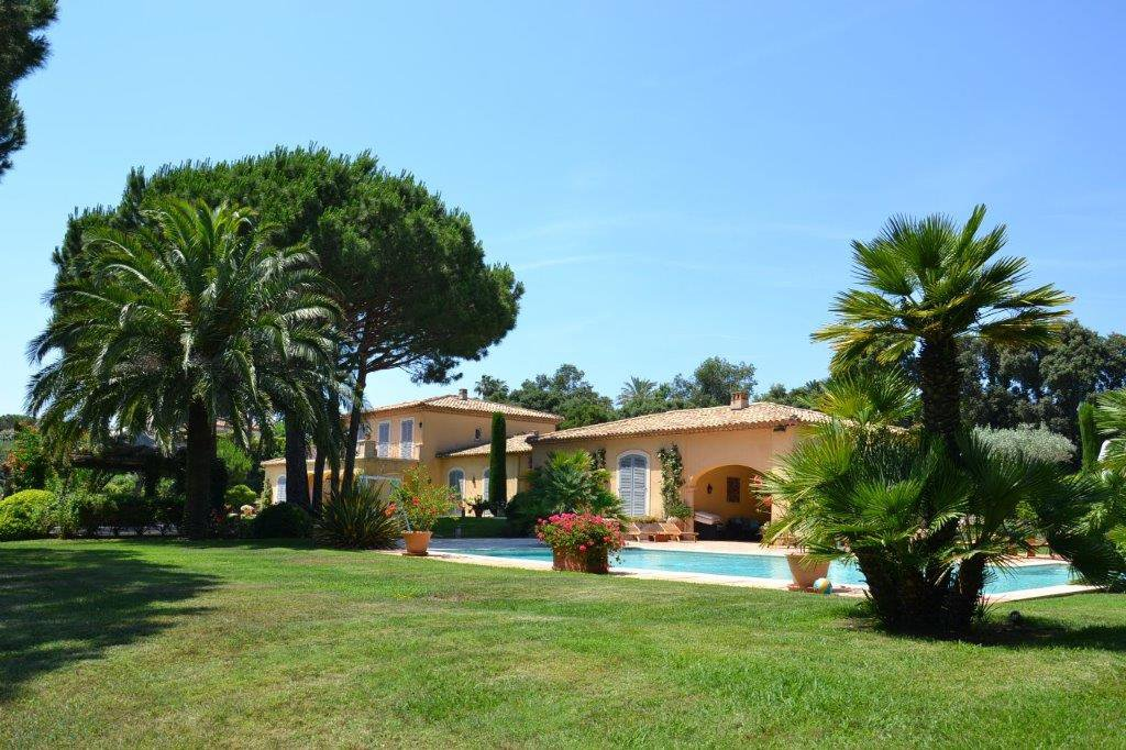 In exclusive estate near Saint-Tropez