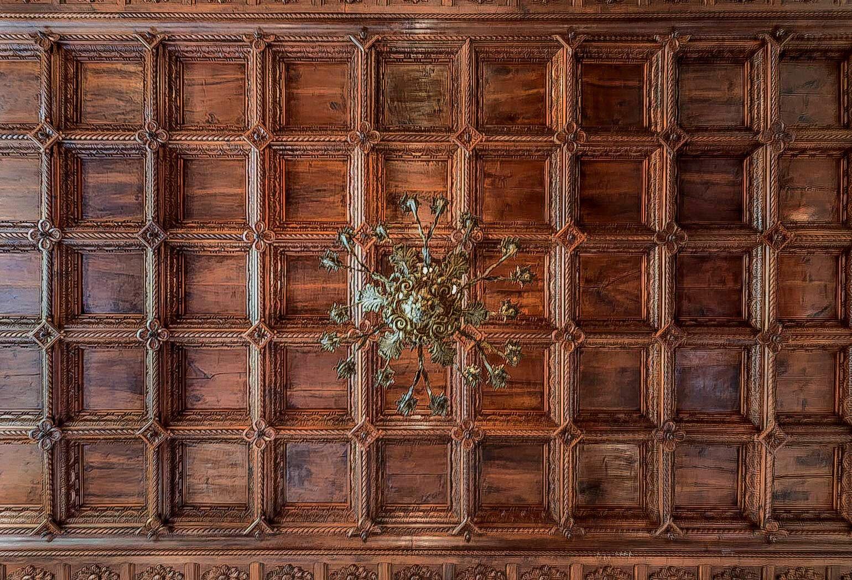 Appartement atypique 3 pièces - ancienne salle d'armes dans hôtel particulier du 19ème siècle.