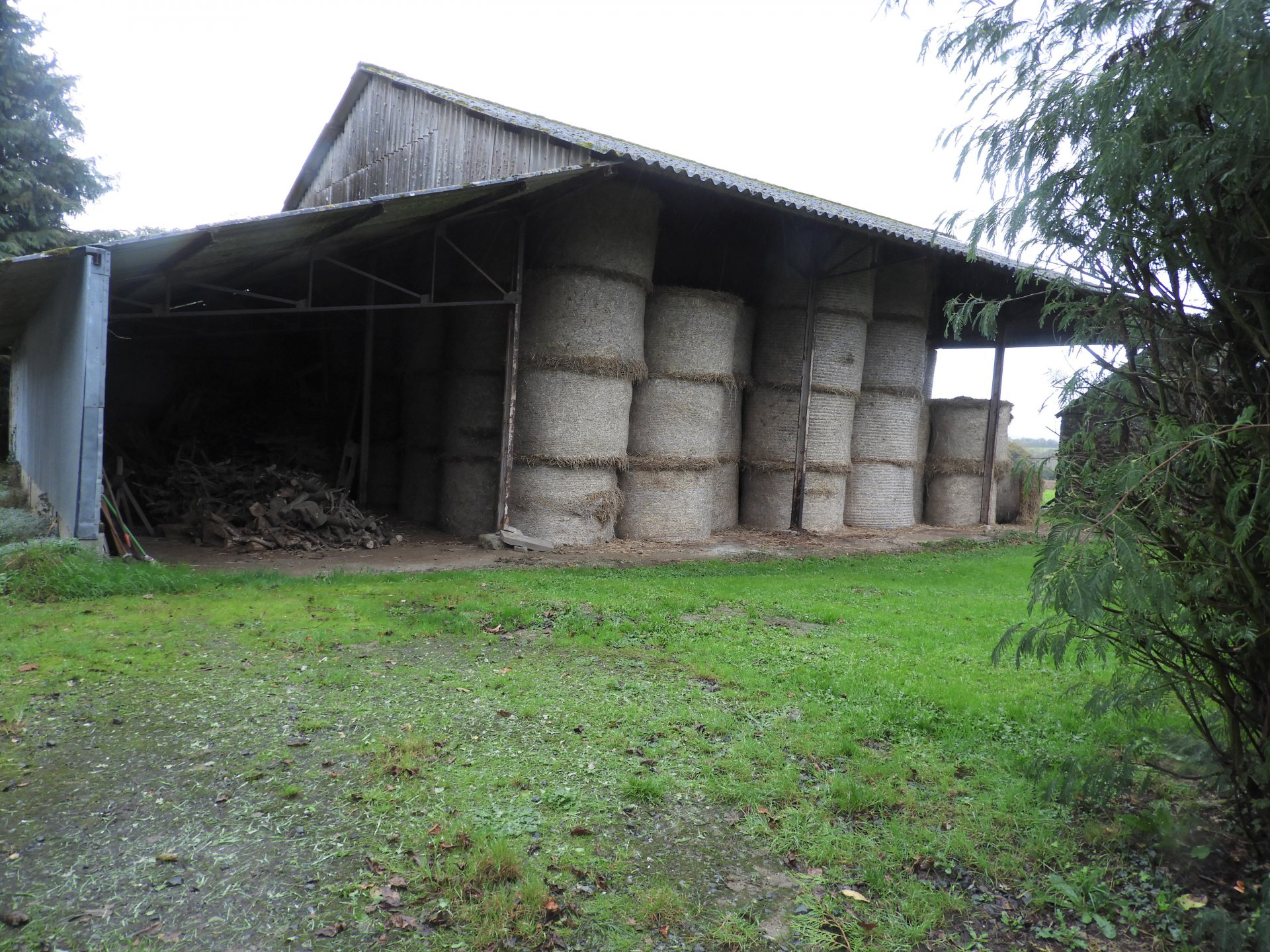 Grande maison de campagne!! ! ! + +Un Hangar