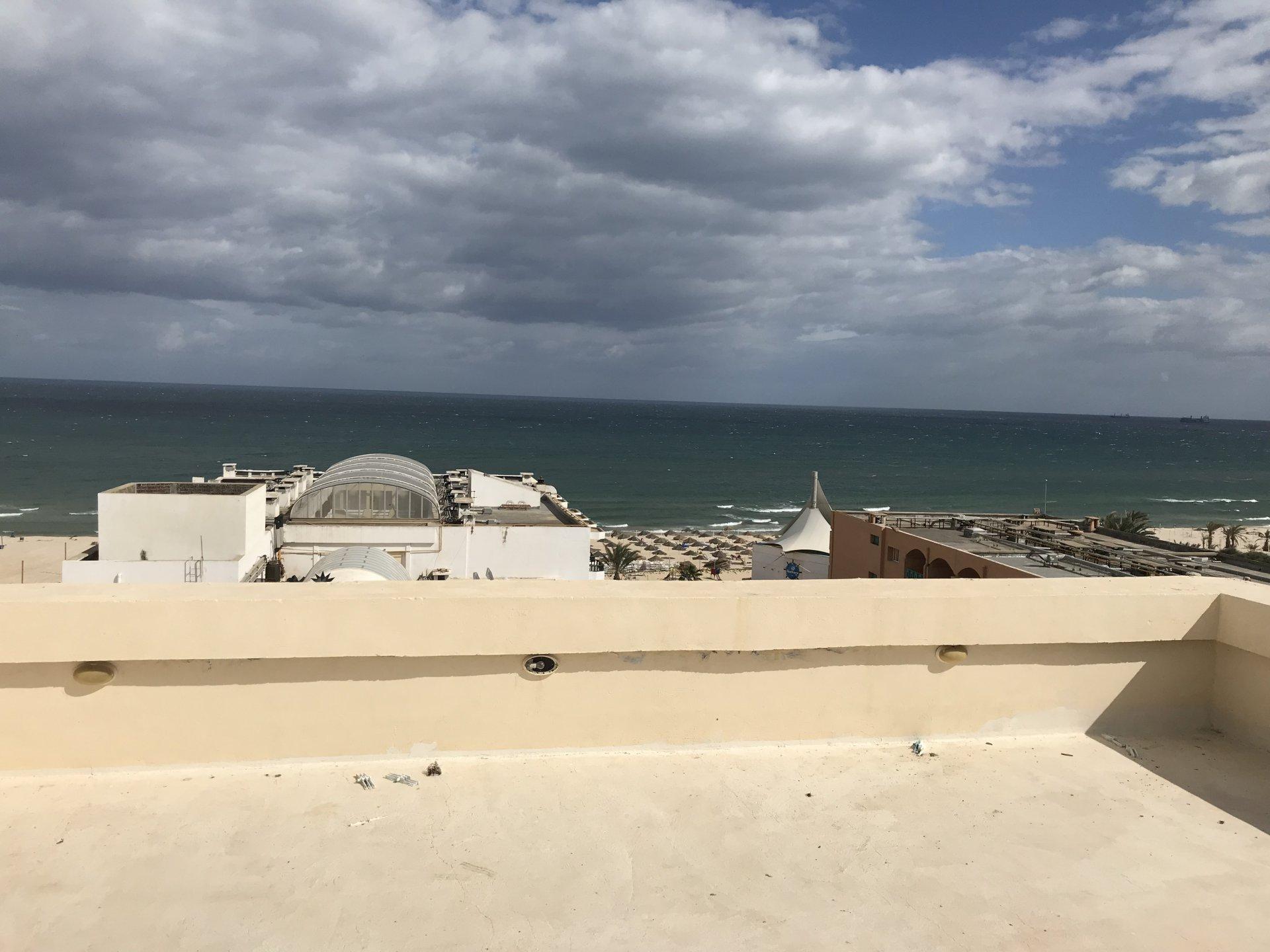 Loft front mer avec piscine sur la route touristique