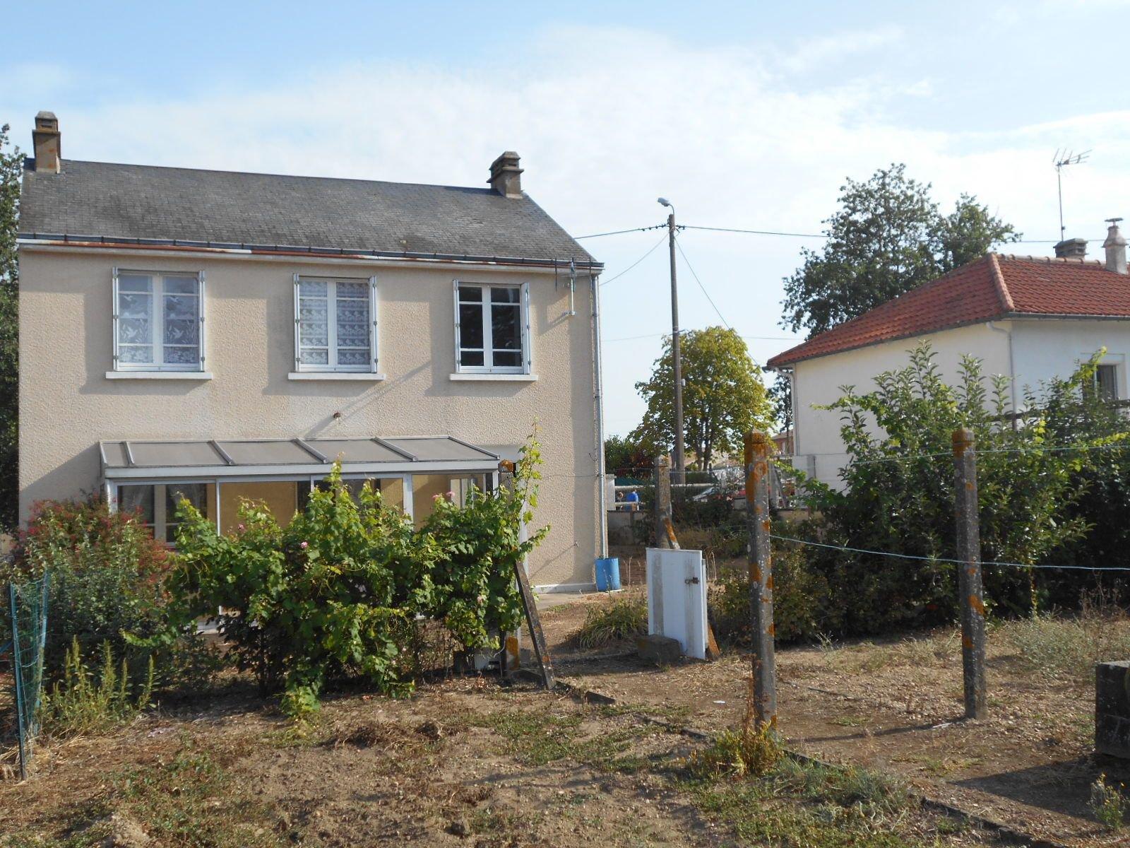 Maison dans un petit village recherché